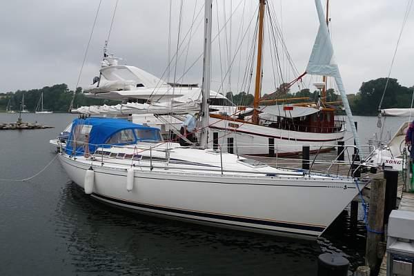 http://www.scancharter.com/wp-content/uploads/boats/9708_FIRST375Rudi7-6[1].jpg